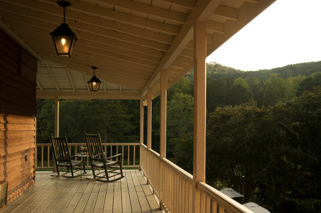Georgia Inn's long porch .jpg